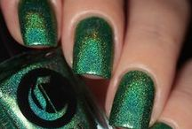 Lonesome George / A jeweled-tone green with a rainbow holographic finish
