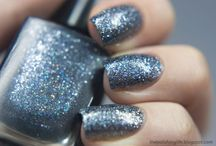 Chainmail / A cool gunmetal micro-glitter with holographic sparks