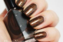 French Roast / A sparkling bronze micro-glitter that reflects gold and copper