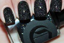 Dark Horse / A unique black micro-glitter with diamond-like rainbow sparkles