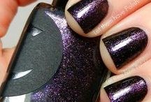Planet Caravan / A sparkly dark purple that shifts from orange to gold at different angles