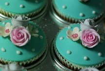 CUP CAKES / by Andrea Coutinho