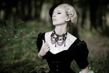 To die for(fashion & jewellery) / by Melanie Schoeman