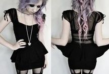 Fashion: Goth / All Black Everything! Goth Fashion & Outfits. //   Alternative   Gothic   Nu Goth   Samt   Satin   Lack   Leder   schwarz   dunkel   Rüschen   Tüll   Korsett   Corsage