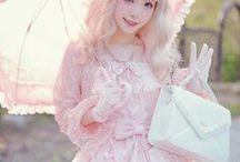 Fashion: Lolita / Classic, Sweet & Gothic Lolitas. //   Asien   Japan   Gothic   Sweet   Kawaii
