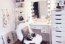 Home: Schminkzimmer / Ideen für schöne, helle Schminkzimmer/Vanity Rooms oder Plätze zum Schminken. //   Pastell   Clean   Hell   Dekoration   Einrichtung   Wohnen   Wohnung   Kosmetik   Make-Up   Beauty   Schminken   Licht   Beleuchtung