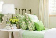 Sweet Dreams~Pretty beds / by Laura Lizcano