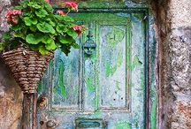 Shut the Door!! / Unusual doors / by Laura Lizcano