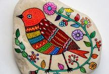 Painted Stones / Doodles and Inspiration to make one-of-a-kind painted stones. Great ideas for artsy summer projects with kids or to personalize your creative garden and home.