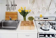 Home Decor: Kitchens / by Laura Stuckey