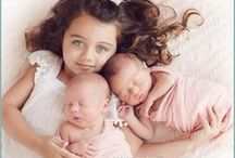 Older sibling with newborn twins / Photos of older sibling with newborn twins