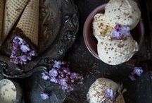 Purple Food Photography / When I think of purple food I think deep, rich and decadent! Such amazing photography and food styling here. Ideas and inspiration for food bloggers.