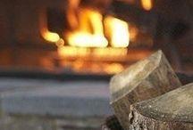 AMBIANCE // au coin du feu / Des cheminées authentiques ou épurées, centrales ou murales ... des poêles, discrets ou magistraux, traditionnels ou design ... il y en a pour tous les gouts, au coin du feu !  #cheminee #poele #feu #bois #fireplace