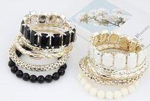 Biżuteria ze sklepu Silvona / Odwiedź silvona.pl i zobacz naszą ofertę biżuterii.