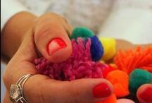 Pompom - Regiane Ivanski / Ideias usando pompom// palavras-chave: pompons, faça você mesma, DIY, inspiração, decoração, presente, pacotes e embalagens.