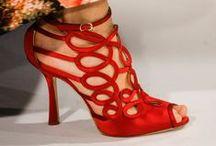 Para os pés-  Regiane Ivanski / Sapatos // palavras-chave: sapatos lindos, sapatos modernos e sandálias e tênis.