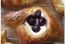 {Food} Baking / by Lindsey Brogdon