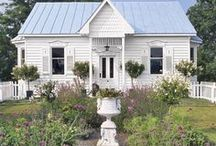 Cottage Style & Tiny Homes / by Linda Royal