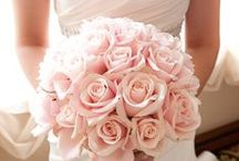 Wedding Bouquet / How gorgeous does a bride look with the pretty bouquet in her hand!
