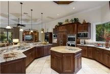 Kitchen ideas / Thoughts for our current kitchen and my dream kitchen for the future... / by Tiffany Muehlbauer