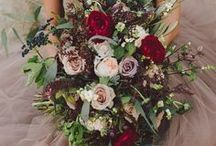 Wedding Flowers / Choosing your wedding flowers can be overwhelming, especially when there are so many different kinds of flowers to choose from! Start by narrowing down your colors, then let your florist help you from there. In the end, your wedding flowers will truly set the tone for your gorgeous wedding photos!