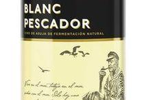 Blanc Pescador / Vive en el mar, trabaja en el mar, sueña con el mar. Sólo hay una cosa que le interesa de la tierra. Nuestro vino del Mediterráneo.