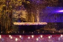 Decoración de bodas por la noche / Las bodas son celebraciones maravillosas y para mi las bodas de noche son especiales porque podemos jugar con velas, telas e iluminación para realzar la belleza de las ceremonias.