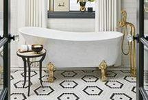 Salles de Bain / Idées et inspirations pour créer le décor de votre salle de bain de rêve. (Bain, douche vitrée, vanité, lavabos)