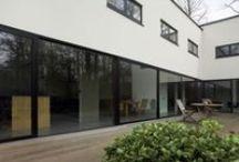 Aluminium kozijnen / Moderne uitstraling met onbeperkte kleurkeuze, waarbij ook de isolatie tegenwoordig uitstekend is!