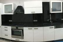 Küche / Küchenabrbeitsplatte aus Star-Galaxy und Wandverkleidung aus 0,5 mm Granit