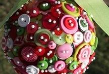 Feltros e botões / by Siomara Rosa Furtado