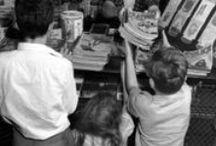 """Food / """"Non esiste società che tratti il cibo in modo razionale, tenendo solamente conto del valore nutritivo degli alimenti, ed è per questo che, per ciascuno di noi, le valenze dell'alimentazione sono radicate, oltre che su complessi valori culturali, sulle consuetudini della propria famiglia e sulla carica emotiva che ne deriva"""" [Nella Livings]. Tutti i nostri articoli sul food sono su: http://www.bloglive.it/lifestyle/food"""