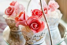 CUPCAKES / Super cool cupcake design and some receipes :) So cute! / by Brianna Clayton