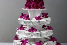 The cake after 'I do'... / Find the perfect cake for when you say 'I do'. Head to tasteandsmile.com for further inspiration!