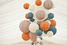FIESTAS CON FAROLILLOS / AIRE DE FIESTA ESPAÑA te propone ideas para decorar tus fiestas, bodas o eventos con farolillos de papel. Colgados del techo, por el suelo, como centros de mesa originales. Se nos ocurren un montón de ideas para darles un buen uso. Visita nuestra selección, te gustarán todos nuestros colores y nuestros precios! http://www.airedefiesta.com/list.aspx?c=224&hc=48&md=2 / by AIRE DE FIESTA ESPAÑA