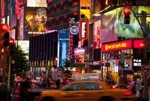 Nueva York / La CIUDAD, en mayúsculas.