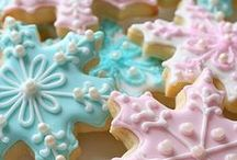 H | Holiday Recipes / Holiday candy recipes, holiday cookie recipes, holiday party recipes. Everything you need for a great holiday get together at Christmas!