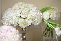 Floral Centerpieces / You want everyone to remember your reception at The Sonnet House and it is our job to make sure they do. Our owner and florist, Corey Hults, will work with you to design the perfect floral centerpieces to impress your guests.