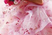 Mariage Pink Rose Fuchsia Pink Wedding / Mariage Pink Rose Fuchsia Pink Wedding idées : déco de table chic et raffinée, robe de mariée glamour chic, accessoires pink rose fuchsia, déco de salle, recettes, wedding cake, cupcake, ambiance, décoration, fleurs...