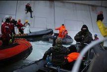 Gazprom'un sürpriz ziyaretçileri: Greenpeace aktivistleri! / Greenpeace aktivistleri, Kuzey Kutbu'nu kurtarmak için sabahın erken saatlerinde Gazprom'un petrol platformuna tırmandı! Tazyikli suyla platformdan uzaklaştırılmaya çalışılan aktivistlere Rusya Sahil Güvenlik ekipleri de sert müdahalede bulundu. Aktivistlerimizden ikisi gözaltına alındı. Cesur Greenpeace aktivistlerine destek olmak ve Kuzey Kutbu'nu kurtarmak için >> http://www.savethearctic.org/action4arctic #SaveTheArctic / by Greenpeace Türkiye