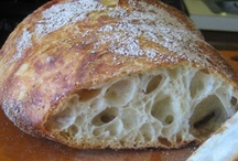 Bread baking / Nothing beats baking your own bread. We prefer a baking in an cast iron pot in the oven, like Jim Lahey.