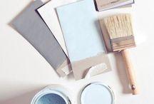 KLEUR   Light blue and grey / Styling ID Kleur inspiratie. #wonen #woonideeën #woondecoratie #woonaccessoires #interieur #interieurtips #interieurideeën #interieurinspiratie #interieurdesign #interieurstyling #stylingtips #sfeer #kleur #grijs #lichtblauw #grey #lightblue www.styling-id.nl