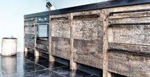 INTERIEURDESIGN   RestyleXL / Op zoek naar keuken inspiratie? Dan is het zeker de moeite waard om eens tussen de oud houten keukens van Restyle Xl te kijken. Hout is een rijke bron van inspiratie. Elke plank vertelt een eigen verhaal. Iedere knoest geeft een plank karakter, in elke buts ligt een stuk geschiedenis en iedere nerf zorgt keer op keer voor een verbluffend lijnenspel. WWW-STYLING-ID.NL #interieur #wooninspiratie #design #keuken