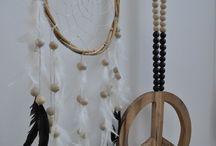 Handmade   madumadu / madumadu ontwerpt, produceert en verkoopt woonaccessoires 'met een goed gevoel' uit Bali. Wij staan voor puur, robuust en maken 'lovely en peaceful products'. #woonaccessoires #interieur #love #peace #puur #robuust #hout #walljewelry #wallhanging #homedecor #madumadu #handmade #fairmade #mala www.styling-id.nl