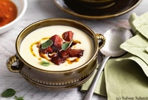Suppen und Eintöpfe / Hier finden Sie feine Rezepte für Suppen, von Cremesuppen über Suppeneinlagen bis hin zu deftigen Eintöpfen.