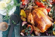 Liebe geht durch den Backofen / Vom Schmorgericht über das Grillhuhn bis zum Schweinsbraten: Während das Fleisch im Ofen gart, wird schon mal der Tisch gedeckt (und noch rasch der Wein vorgekostet...). So lassen wir es uns schmecken!