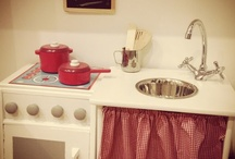 Toy Kitchens//