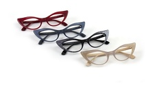 Hunt for New Glasses / Hunting for new specs to replace the broken granny glasses. / by The Zen of Making