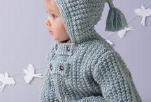 Méli-Mélo de paletots / Découvrez dans ce mini-catalogue nos 11 nouveaux modèles pour l'hiver de bébé. Des modèles de paletots layette doux et tendances qui iront à ravir à nos chères têtes blondes. Vous allez adorer tricoter ces petits modèles douillets et modernes.