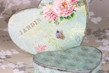 Keepsake Boxes / Our 'Keepsake Boxes' have been carefully selected to compliment our range of guest books so that the stationery can be coordinated from the invitations through to the guest book and album.  Ideal for personalising with the names of the couple and/or craft embellishments they make a lovely keepsake for storing your wedding and photographic memories.